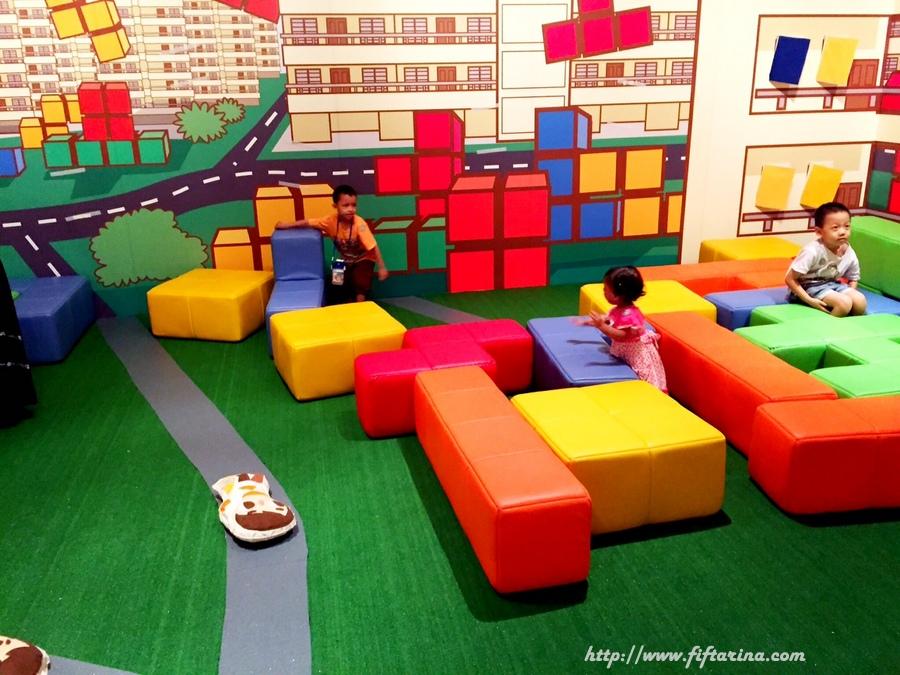 Playing with giant blocks at Imaginarium