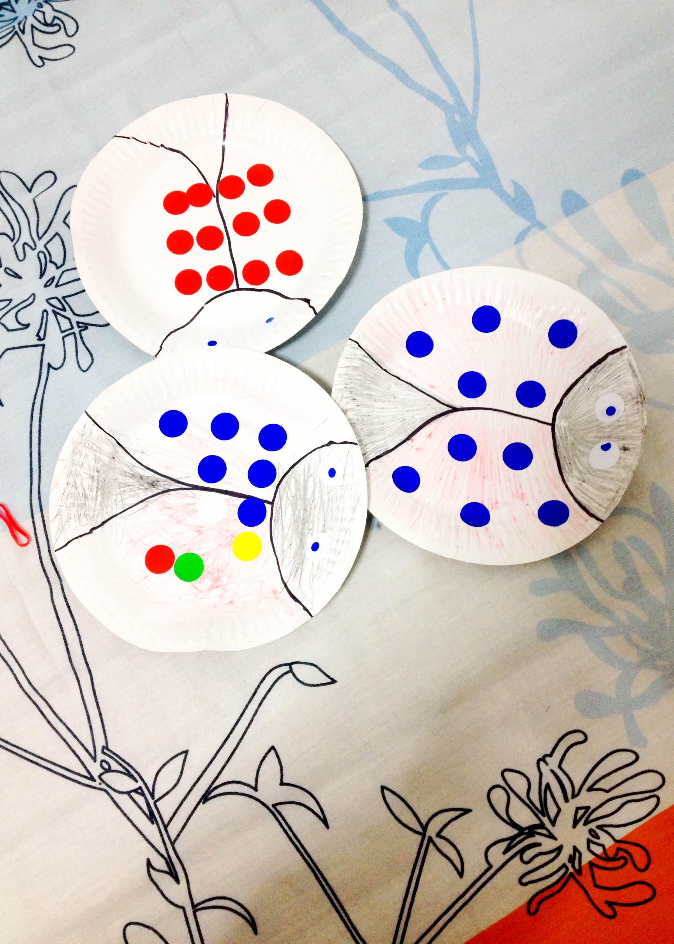 Insects paper plate crafts with stickers, fun!